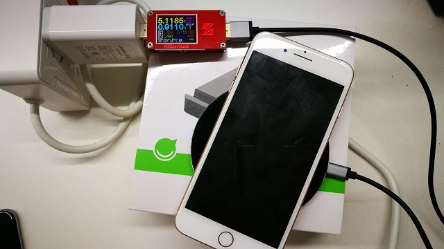 iPhone8无线充电实测5V.jpg