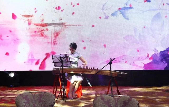 绿联2018年会盛典古筝独奏渔舟唱晚