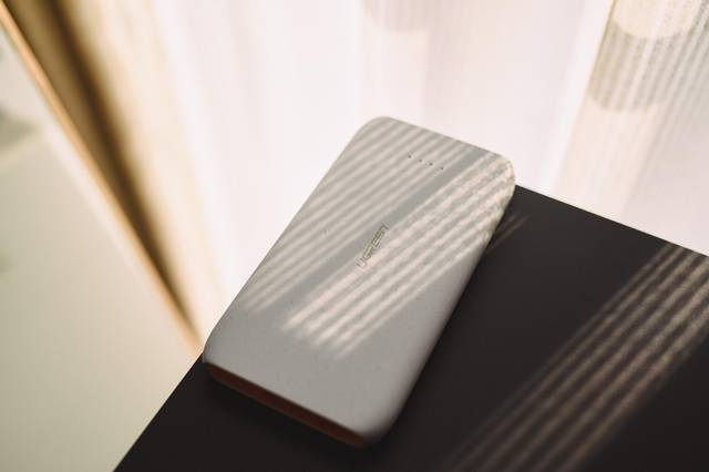 试用评测丨玩出手感的绿联10000毫安鹅卵石充电宝